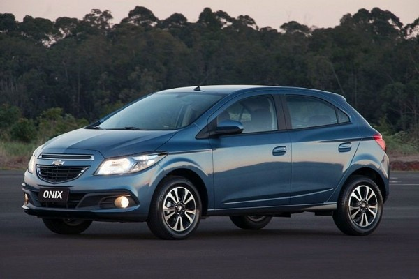 Chevrolet faz recall para reparar bancos de Prisma e Onix