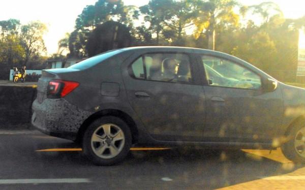 Novo Renault Logan é flagrado novamente por duas vezes na última semana, lançamento ocorre no início de novembro
