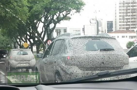 Novo Renault Sandero é flagrado pela primeira vez