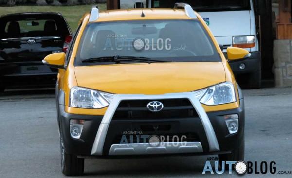 Toyota Etios Cross é flagrado na Argentina