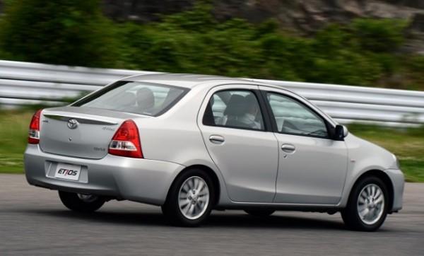 Toyota admite erro no design do Etios