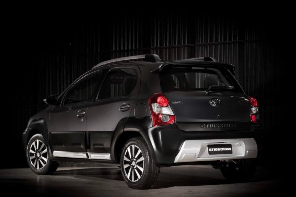 Toyota Etios Cross 1.5 16v 2014