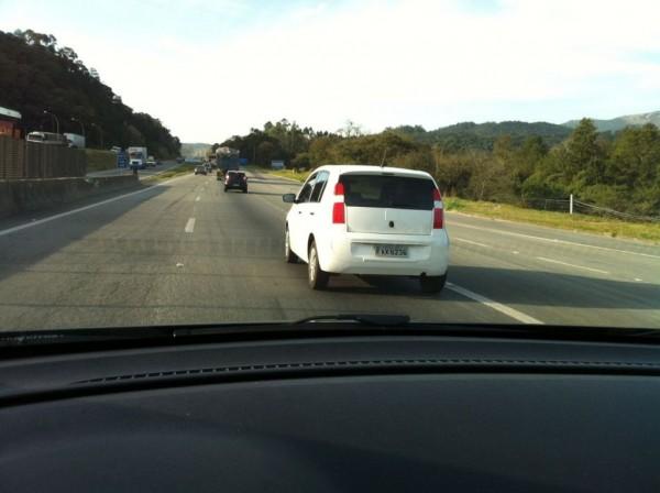VW Up! é flagrado quase sem disfarce